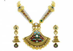 Intricately Shaped Pearl & Gold Necklace